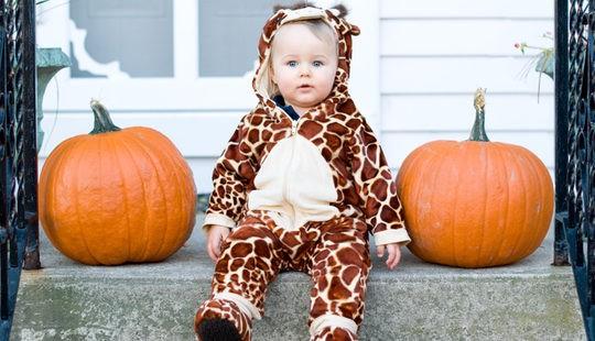 Bebé disfrazado para celebrar Halloween