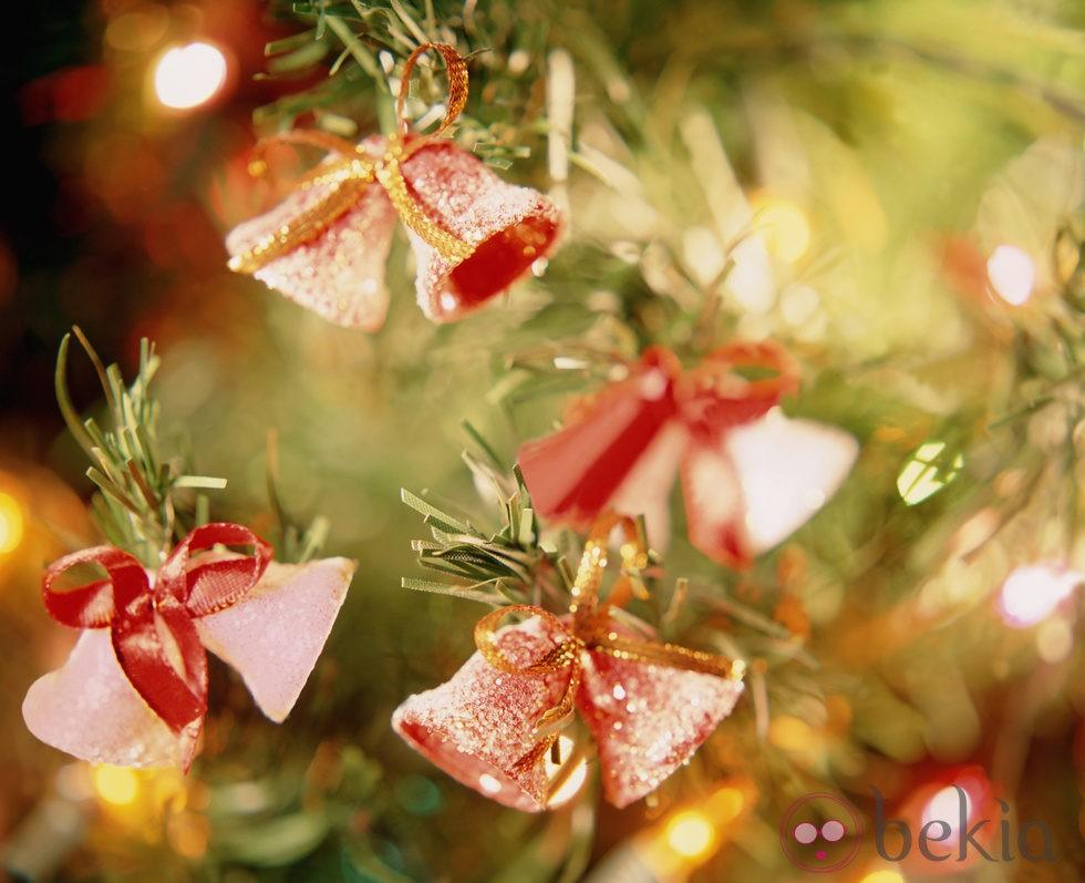 Rbol de navidad decorado con campanitas fotos en bekia - Imagenes de arboles de navidad decorados ...