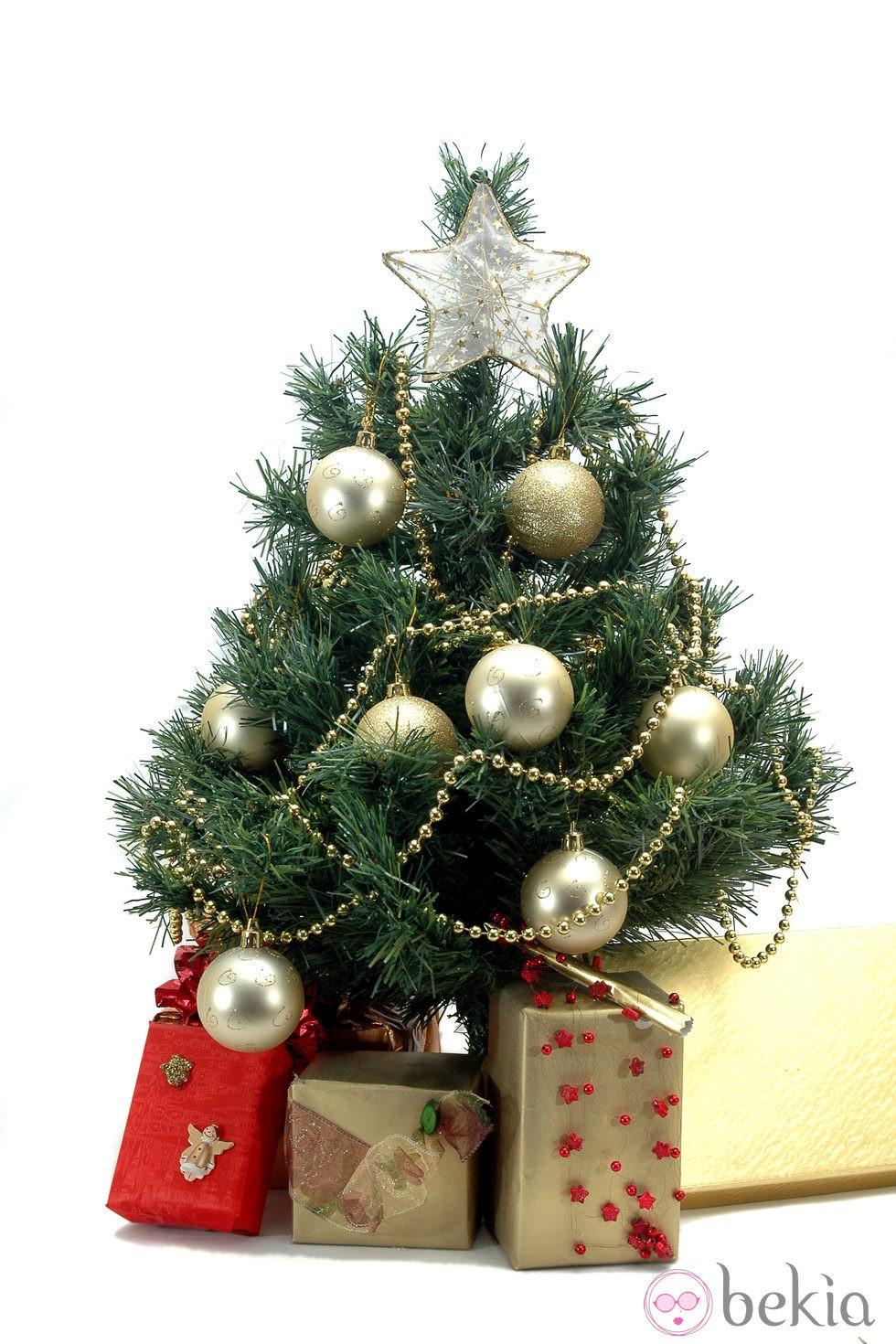 Rbol de navidad decorado en color dorado fotos en bekia - Arbol navidad colores ...